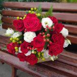 Buchet cu trandafiri, eustoma si hyperium