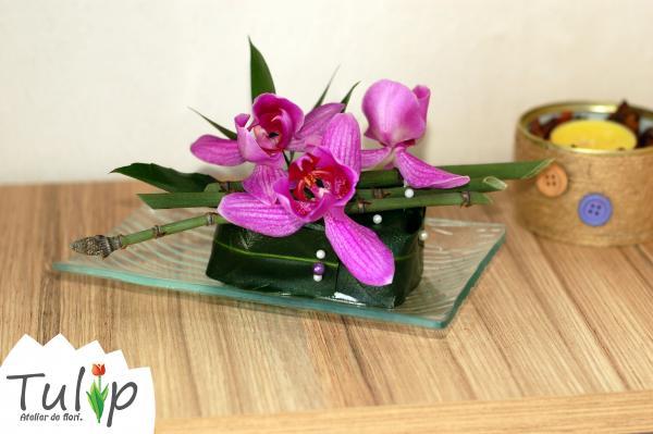 Aranjamente florale micuțe și cochete, perfecte pentru birou