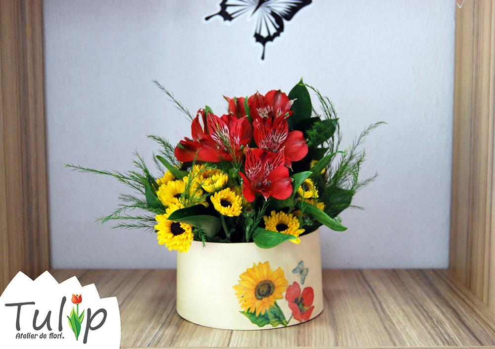 Farmecul unui aranjament floral constă și în vasul pentru flori