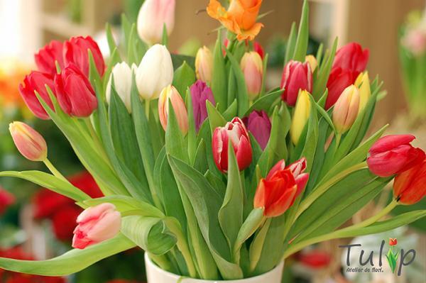 În atelierul nostru de flori a venit primăvara
