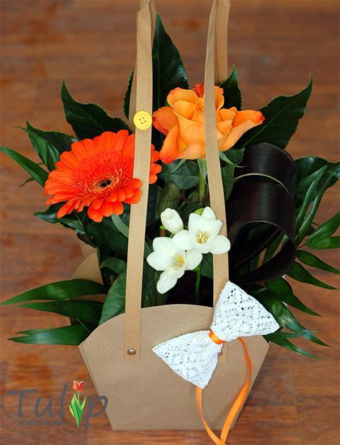 Surprinde-o cu flori de Ziua Îndrăgostiților!